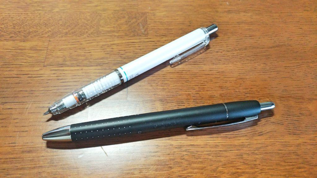 デスクの上のペン